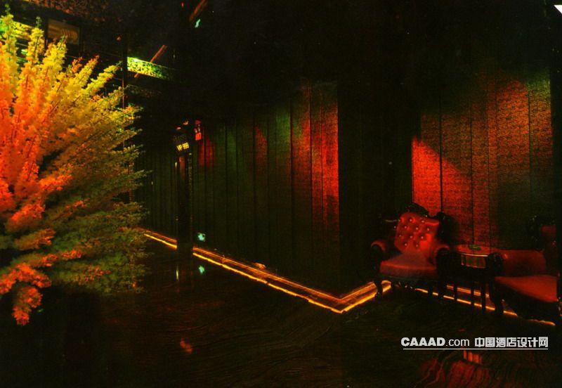 过道休闲区灯带欧式椅子花坛射灯效果图