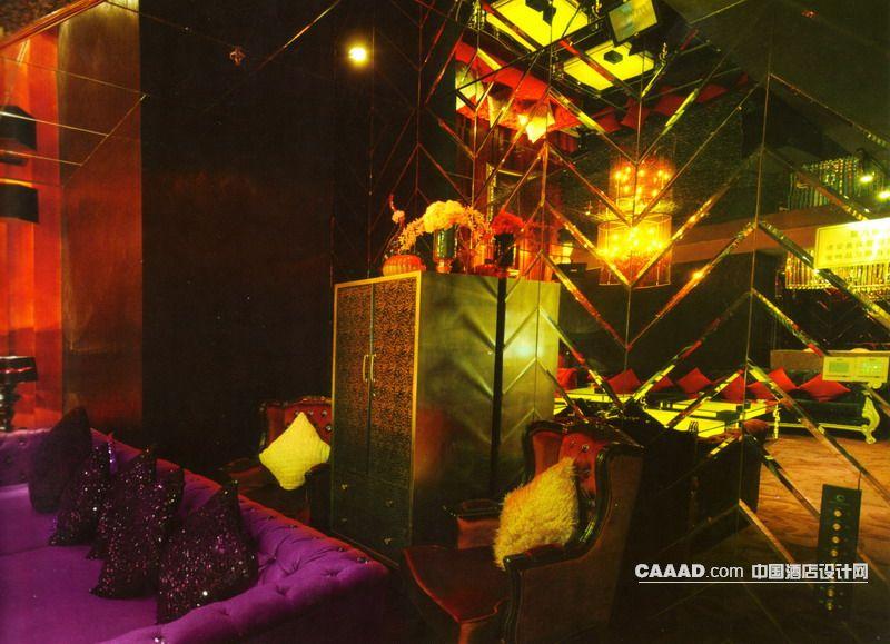 豪华包房欧式沙发欧式椅子柜子台灯玻璃背景墙壁灯