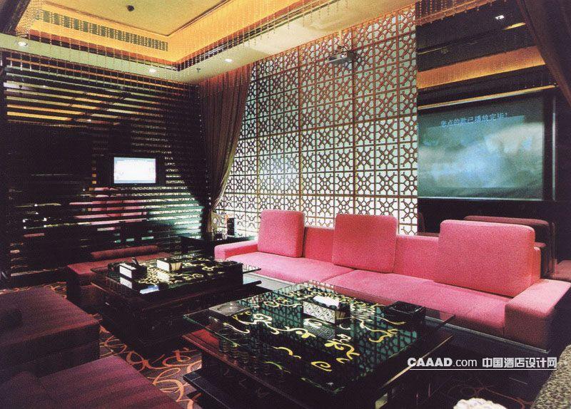 中国酒店设计网 装修效果图 >> 包房背景墙沙发桌子沙发凳地毯窗帘