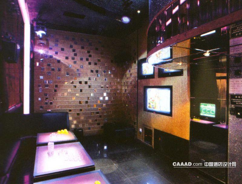 中国酒店设计网 装修效果图 >> ktv包房沙发桌子壁灯镂空隔断装修效果