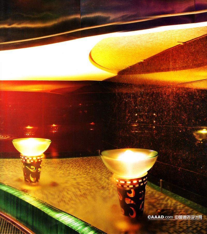 装修效果图 >> 走道一角灯带水池马赛克地板造型灯大理石墙装修效果图