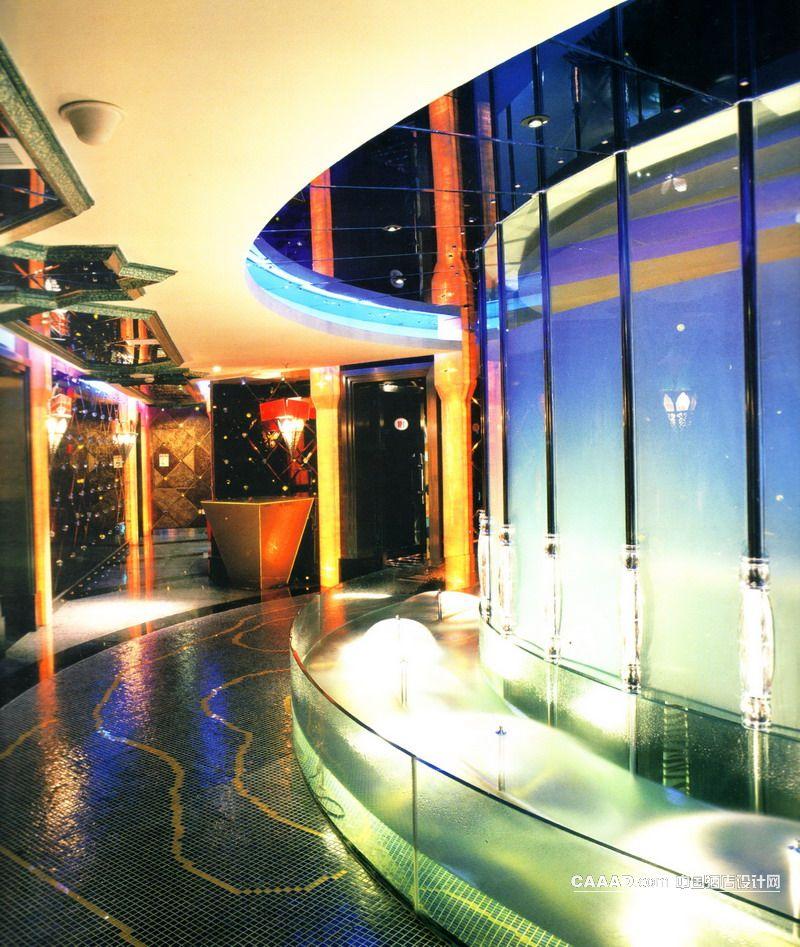 中国酒店设计网 装修效果图 >> 走道马赛克地板景观台水池艺术玻璃窗