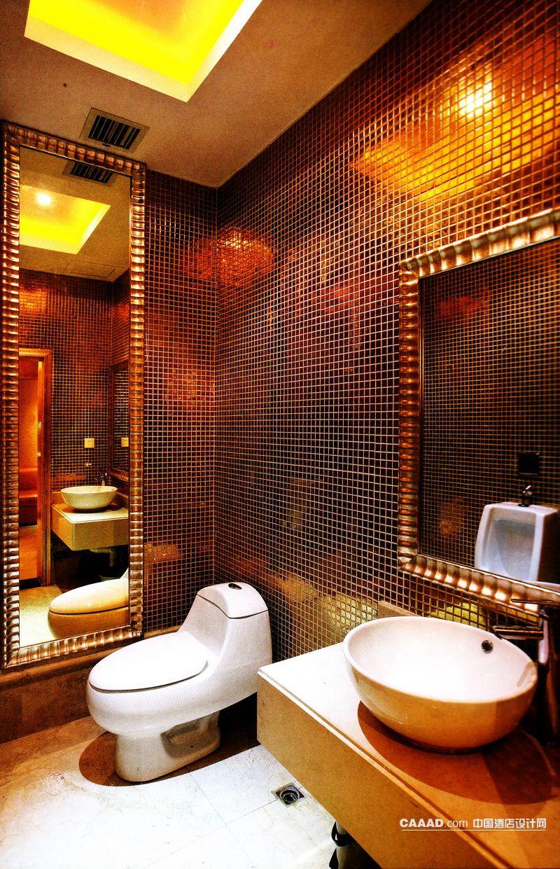 中国酒店设计网 装修效果图 >> 卫生间马赛克墙面大理石地面长形镜子