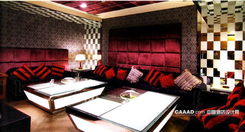 软包墙壁组合沙发玻璃桌木质地板玻璃桌造型天花板台