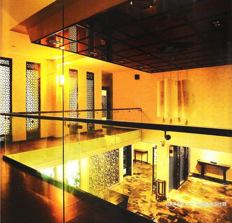 相关二楼过道木板地面玻璃护栏壁灯中式门窗中式吊灯效果图欣赏图片