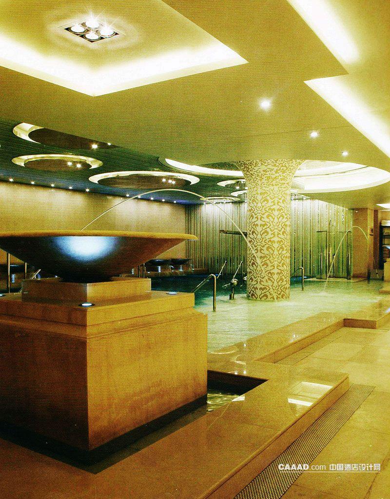 桑拿工大厅洗浴池桑拿池装饰台天花造型灯射灯柱子大理石地面效果图 高清图片