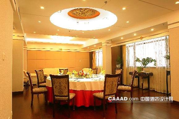 相关中式餐厅包房背景墙椅子造型灯窗纱效果图欣赏图片