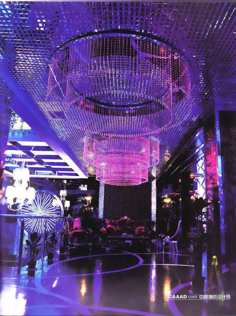 大厅水晶吊帘吊灯欧式沙发桌子马赛克天花板壁灯效果