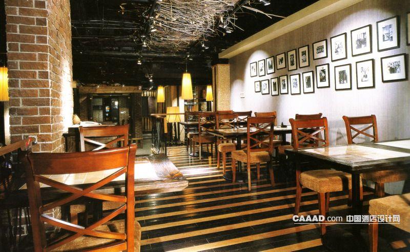 欧式风格餐厅(一角)陶砖墙面木桌餐椅天化装饰特制墙