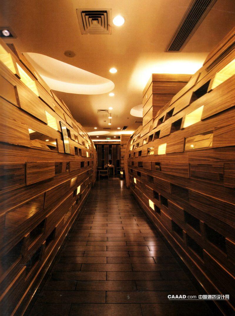餐厅走道木质地板造型背景墙