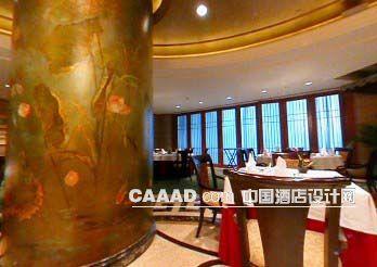 相关餐厅花纹柱子餐桌餐椅效果图欣赏图片