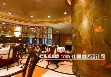 相关餐厅大理石地面餐桌餐椅花纹柱子效果图欣赏图片
