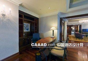 客厅木质地板书桌沙发椅子台灯展示柜