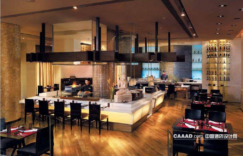 装修效果图 >> 酒吧木质地板餐桌餐椅玻璃护栏取餐台