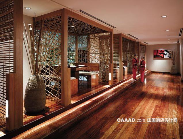 餐厅木质地板镂空隔断