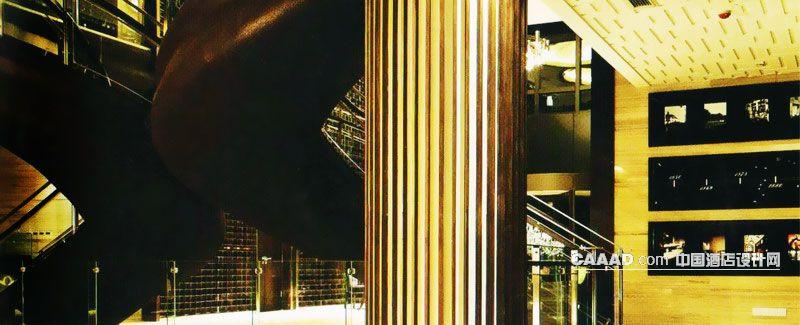 欧式楼梯底部柱子不锈钢玻璃照片墙效果图