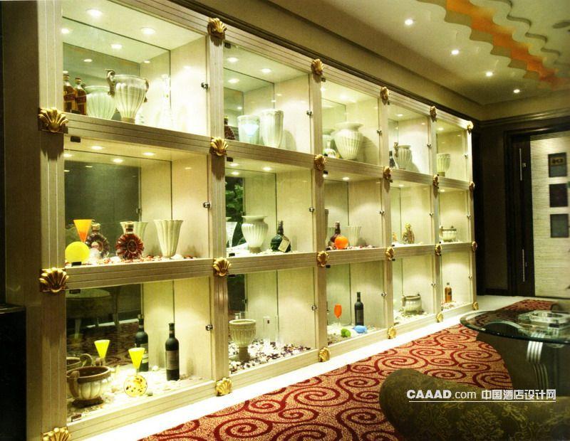 相关走廊展示区展示柜艺术品射灯椅子桌子玻璃效果图