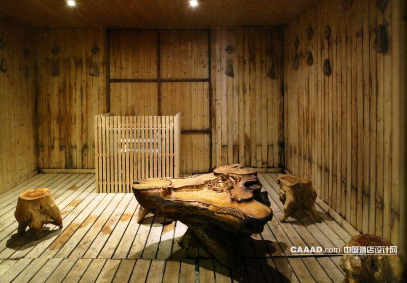 浴室桑拿房原木桌子凳子木条效果图 浴室桑拿房原木桌子凳子木条装修高清图片