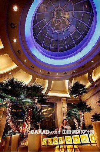 相关大堂吧桌子沙发棕榈树天花效果图欣赏图片图片