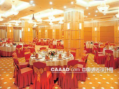 相关宴会厅多功能厅柱子壁灯吊灯餐桌椅子地毯效果图欣赏图片