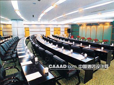 中国酒店设计网 装修效果图 >> 会议厅多功能厅天花造型灯带会议桌