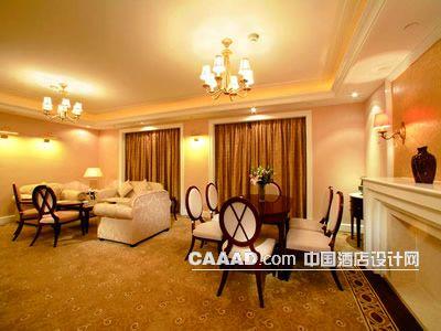 欧式套房客厅吊灯沙发椅子桌子窗帘壁灯地毯效果图装