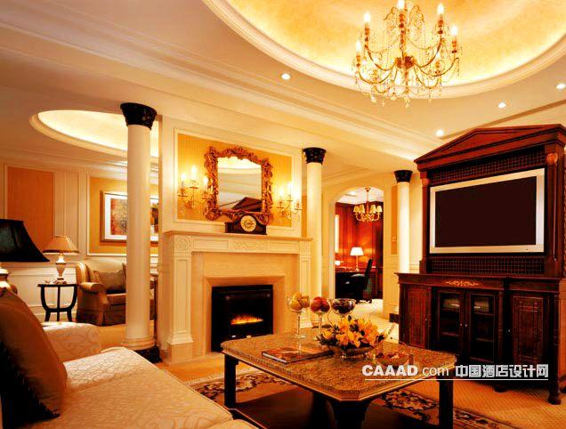 欧式套房客厅吊灯柱子壁炉电视柜沙发茶几地毯效果图