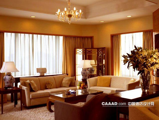 套房客厅沙发茶几桌子台灯插花窗帘窗纱欧式吊灯