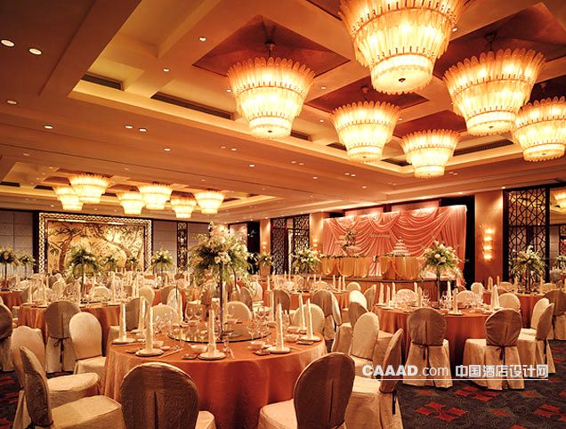 相关宴会厅多功能厅天花造型吊灯餐桌椅子效果图欣赏图片