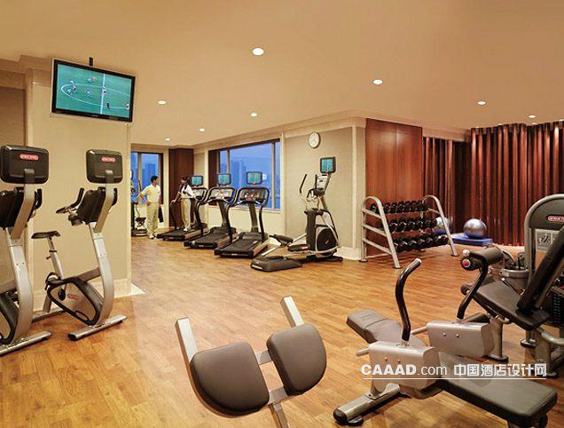 健身中心健身房器械电视木地板-中国酒店设计网