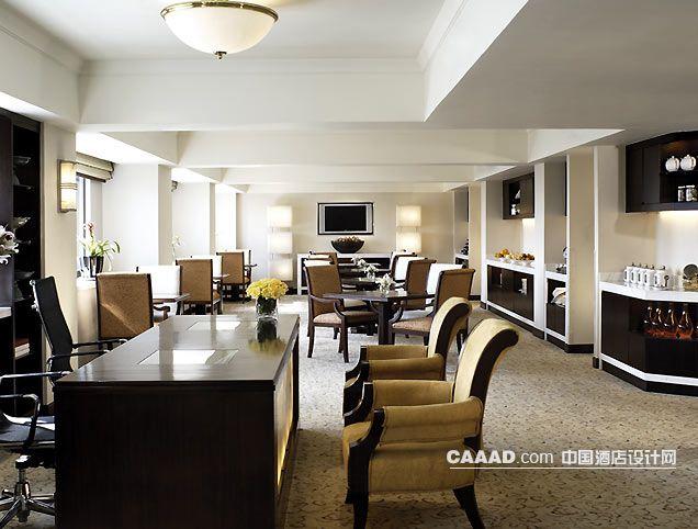 中国酒店设计网 装修效果图 >> 吊灯服务台沙发桌子椅子柜子地毯装修