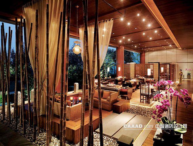 中国酒店设计网 装修效果图 >> 休闲区干井吊灯沙发木地板装修效果图