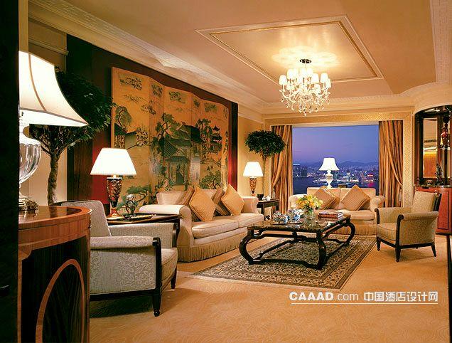 套房客厅欧式吊灯沙发背景墙桌子地毯台灯窗帘玻璃窗