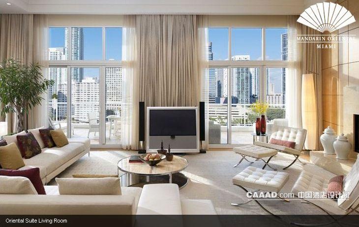 装修效果图 >> 套房客厅沙发电视圆桌装修效果图欣赏