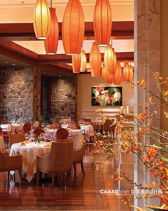 餐厅餐桌餐椅吊灯装饰画石墙背景墙装修效果图
