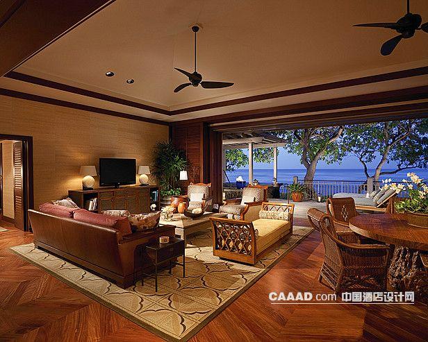 度假旅游私人别墅客厅地毯木质地板榻吊顶风扇沙发