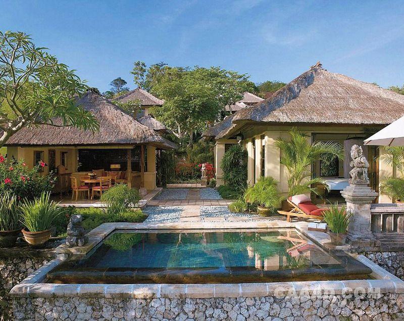 度假村。扩张性和优雅的私人别墅巴厘等待你的-有独立睡觉,洗澡和生活馆和跳水池,从你的美丽景色。印度尼西亚的温泉浴场。戏剧山顶,海边就餐。都沉浸在这种精神的土地的神秘性。体验巴厘岛的配对在您的巴厘四季酒店在萨彦,亲密upcountry撤退逗留签证的多样性。 Welcome to Four Seasons Resort Bali at Jimbaran Bay.