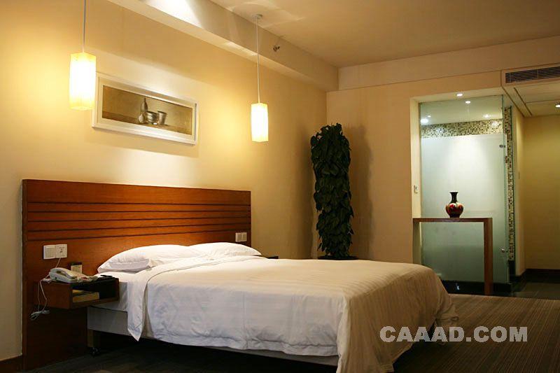 套房卧室床壁灯装饰画效果图 套房卧室床壁灯装饰画装修效果图欣赏图高清图片