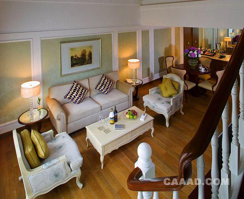 客厅木质地板沙发欧式桌子欧式椅子台灯墙纸装饰画图