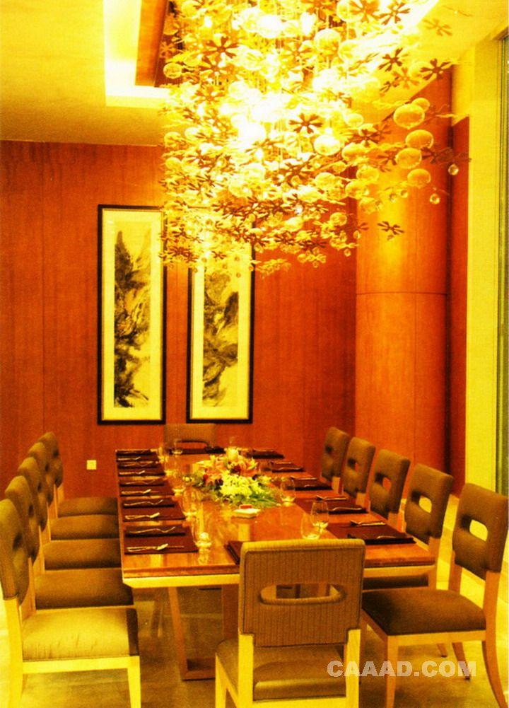 餐厅包间天花吊饰长形餐桌餐椅装饰画效果图