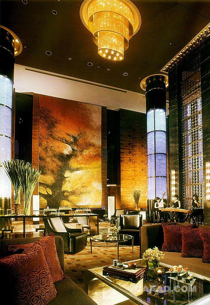 大堂咖啡厅吊灯表演区灯柱沙发玻璃茶几装饰画效果图