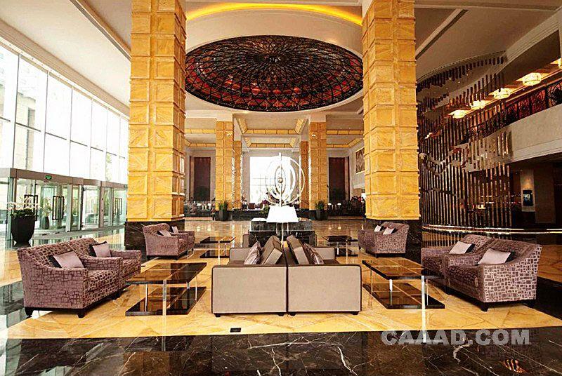 大堂休闲区造型柱子沙发玻璃茶几大理石地面