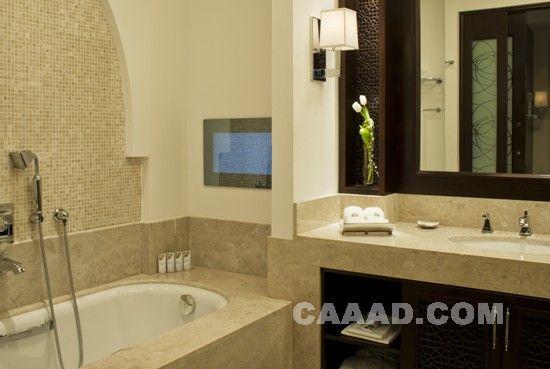 中国酒店设计网 装修效果图 >> 酒店套房洗浴间 豪华 浴缸 壁灯 洗手