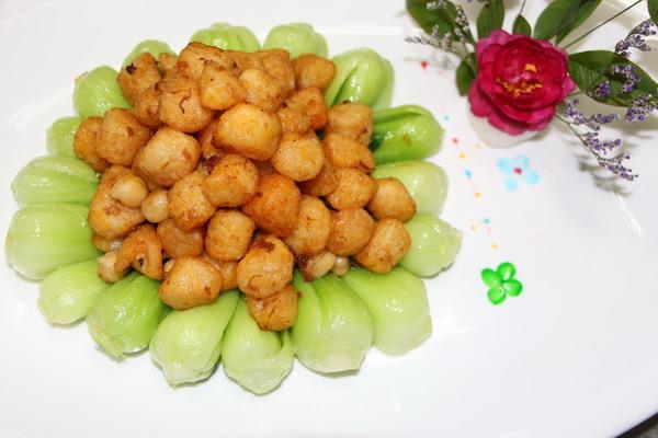 碧绿 心花怒放 也是/家人团聚,吃的美味,也要吃的健康。