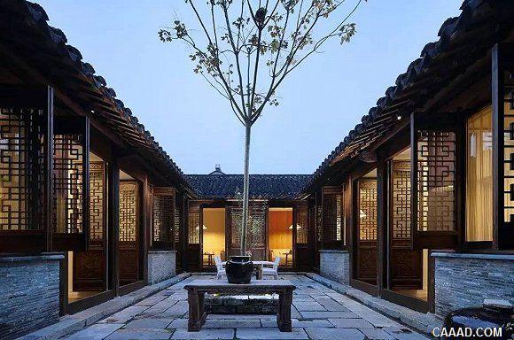 """除却酒店大堂旁令人艳羡的古朴中式庭院,在""""花迹""""楼栋过道间还有许多"""